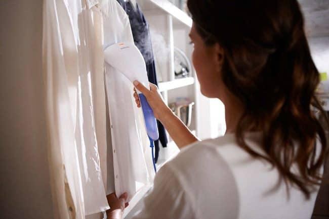 Отпариватель пригодится в тех случаях, когда необходимо привести одежду в порядок за 5 минут перед выходом или если вы имеете дело с нежными тканями