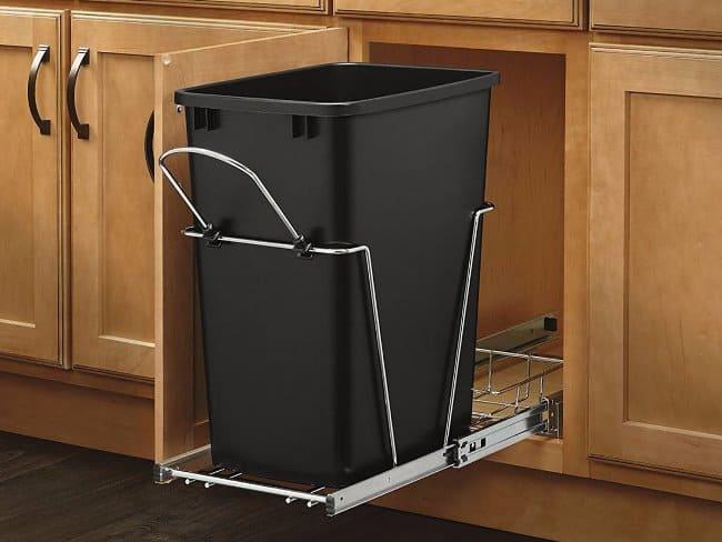 Приспособление представляет собой пластиковый или металлический поддон, внутри которого установлена урна