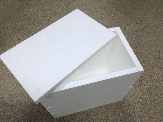 Простая коробка из пенопласта также подойдет для хранения