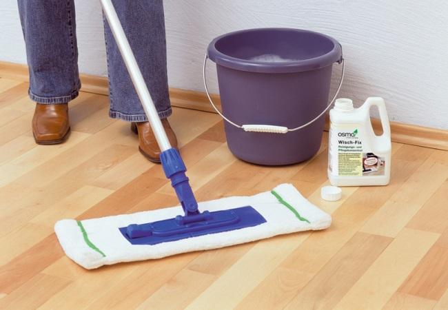 Для мытья пола добавляйте в воду моющее средство