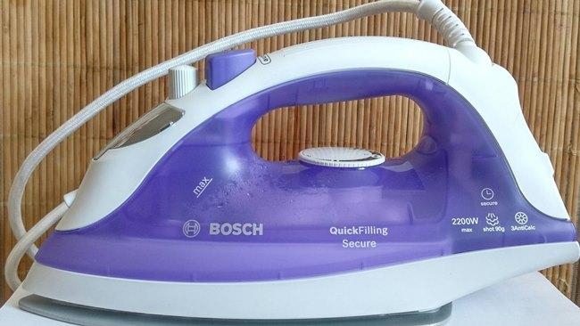 Несмотря на частоту глажки, обязательно сливайте воду после работы