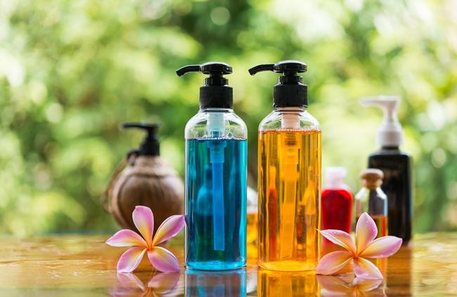 Также может содержать масла, вытяжки из растений, ароматизаторы и красители