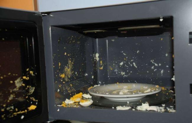 Яйца станут причиной чистки микроволновки