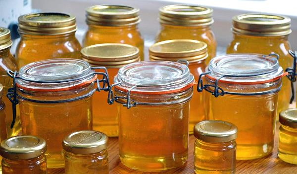 Храните мед в герметично закрывающихся емкостях