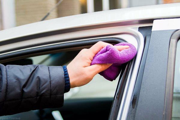 Не забывайте смазывать глицерином резинки на дверях авто