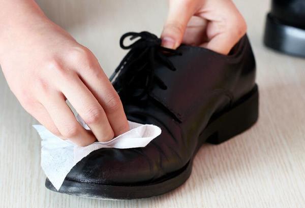 Обувь можно легко привести в чистое состояние
