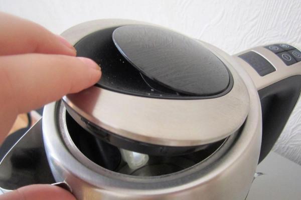 Перед кипячением газированной воды, оставьте крышку на некоторое время открытой