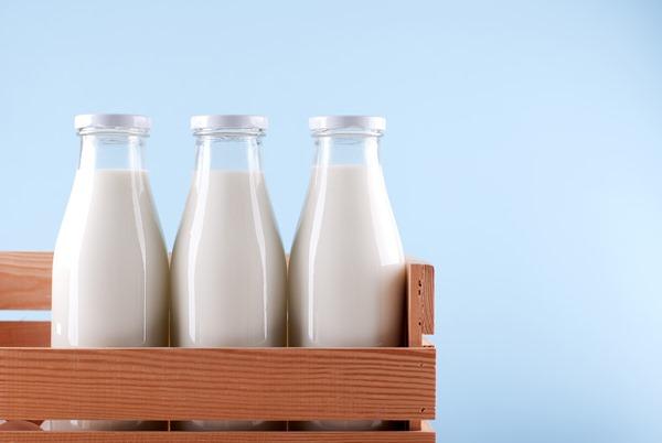 В стеклянной упаковке молоко дольше остается свежим