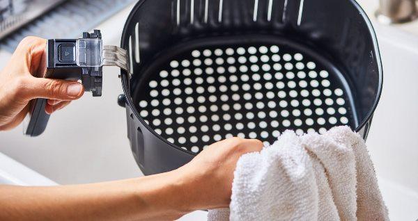 После чистки насухо вытирайте детали