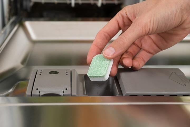 После контакта с составом (из-за разворачивания индивидуального пакетика) тщательно вымойте руки
