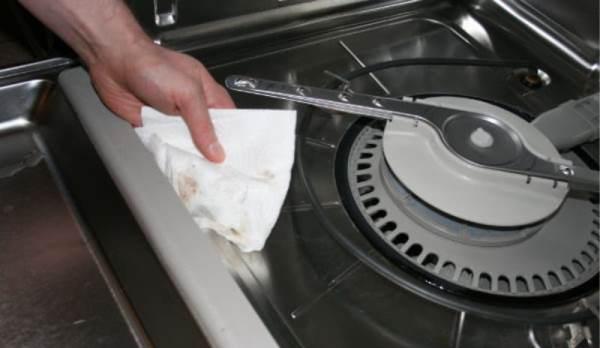 При нерегулярной чистке машины появляются большие скопления бактерий