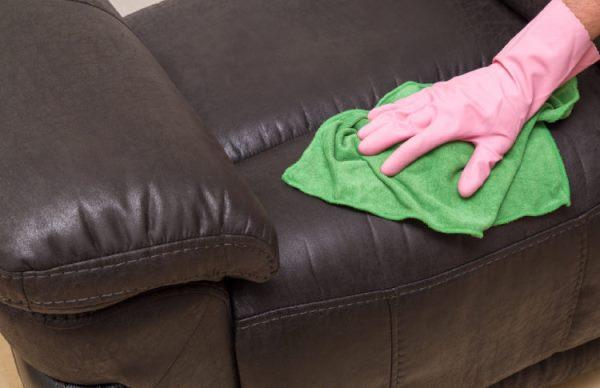 Регулярно протирайте поверхность дивана