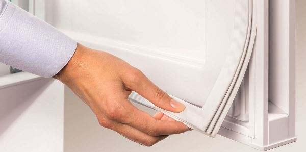 Приобретите уплотнитель той же формы что и был на холодильнике