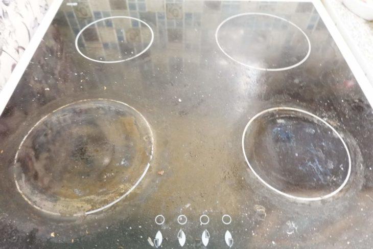 грязная керамическая плита