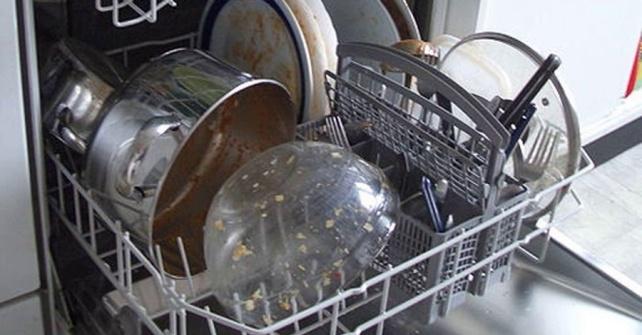не загружайте алюминиевую посуду