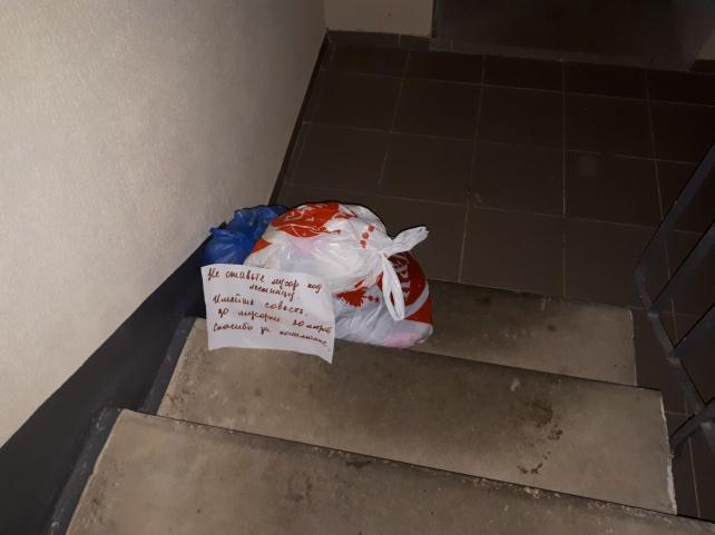 мусорка на лестнице