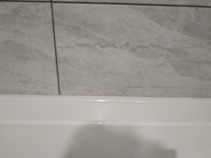 уголок для стыка ванны и плитки