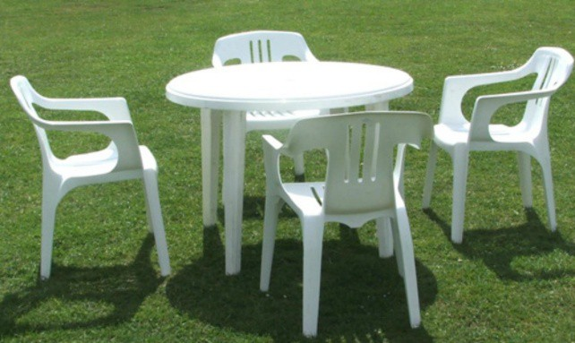 чистим пластиковую мебель