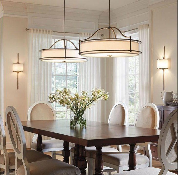 два светильника над столом