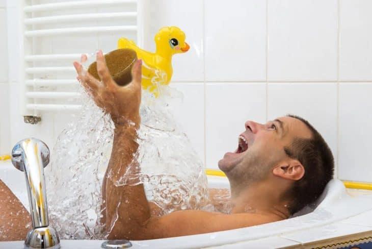 брызги в ванне