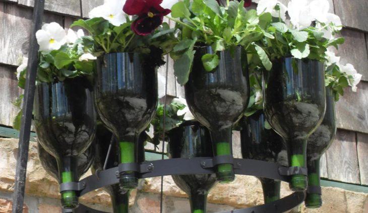 горшок для цветов из стеклянной бутылки