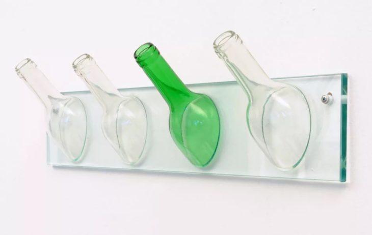 вешалка из бутылок