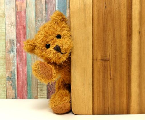 игрушка за дверью