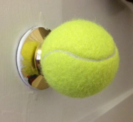 мяч на ручке