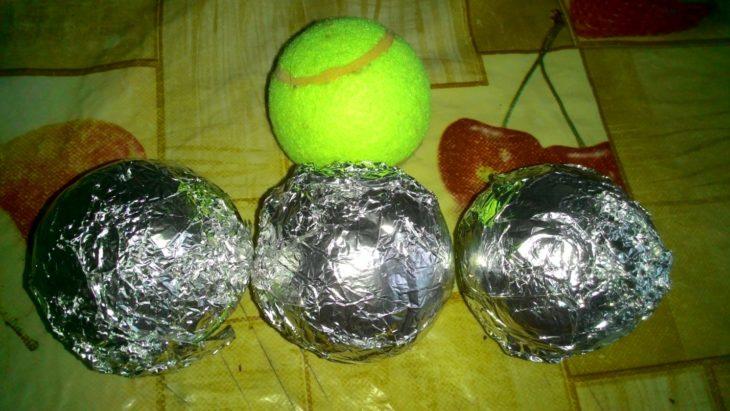 теннисные мячи в фольге