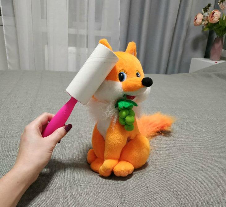 ролик для одежды очищает игрушки