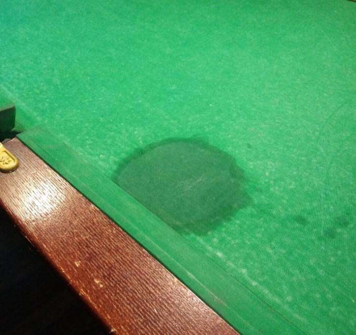 пятно на бильярдном столе