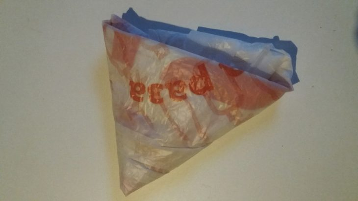 сложить пакет треугольником