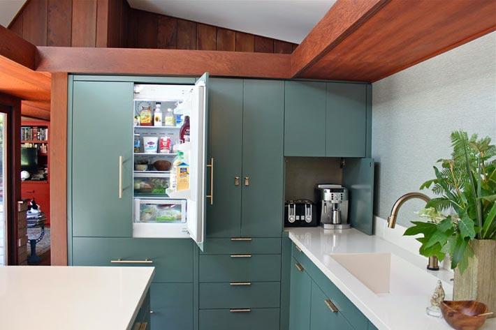 маленький встраиваемый холодильник