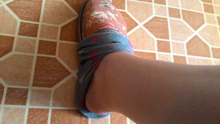 надеваем носки на тапочки
