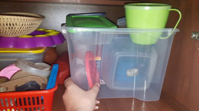 спрячьте контейнеры на кухне