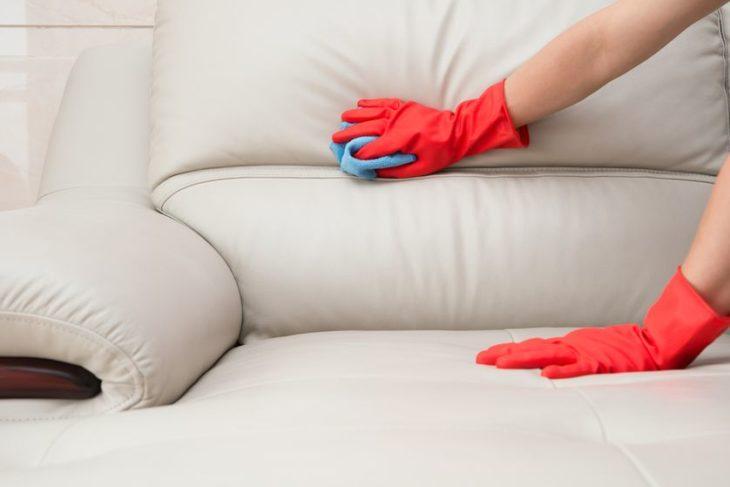 чистим мебель кондиционером для белья