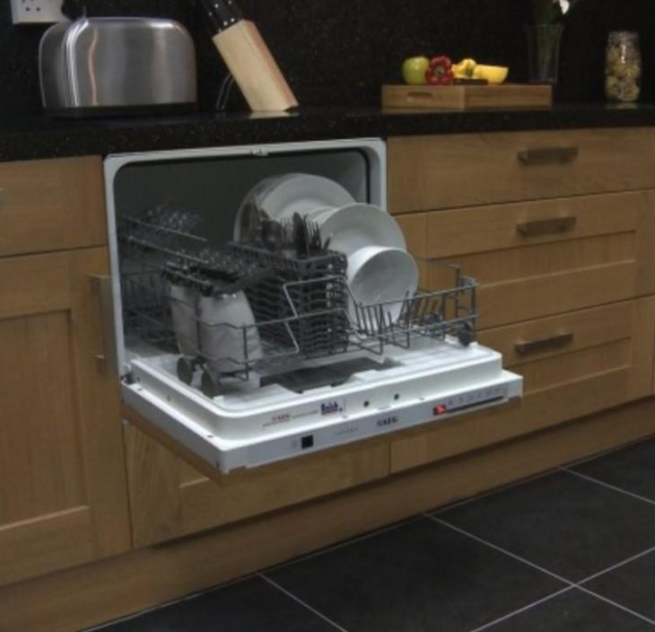 маленькая посудомойка