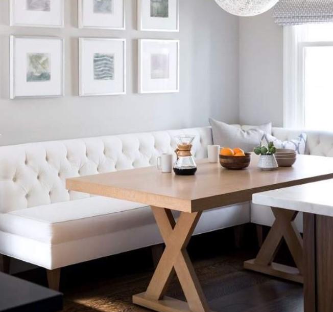белый диван на кухне