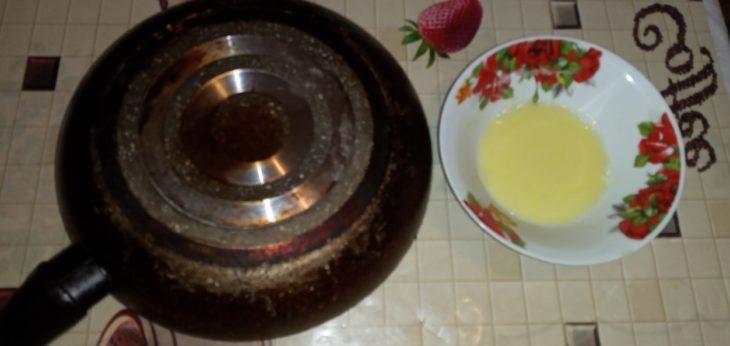 смешиваем соду и моющее средство