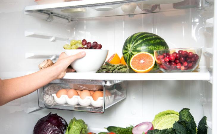 что выкинуть из холодильника