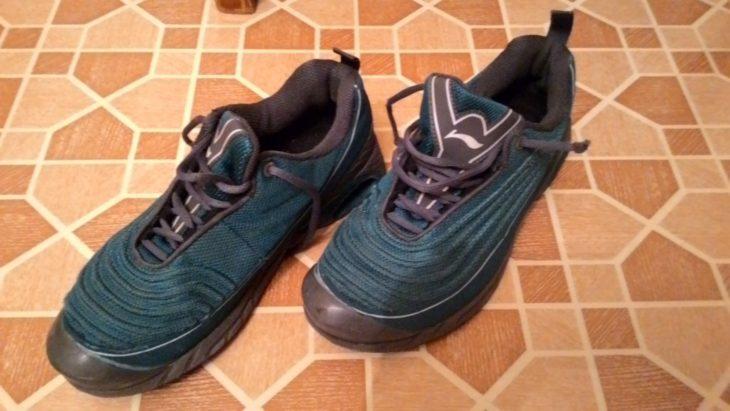 обувь постиранная в гольфах в машинке