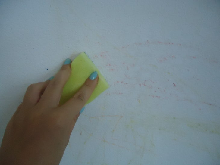 сода не помогла удалить след карандаша с обоев