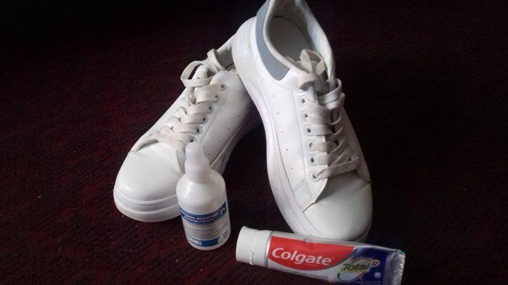 очистить белые кроссовки